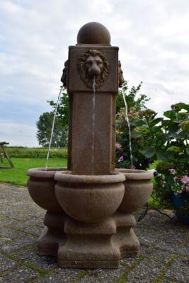 Luzern Wasserspiel mit Löwenkopf