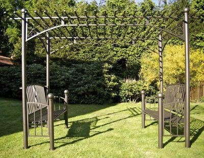 CLP XXL-Pergola mit 2 integrierten Bänken aus beschichtetem Eisen I Robustes bepflanzbares Terrassendach I Rankpavillon für Kletterpflanzen I Rankgestell mit kunstvollen Verzierungen