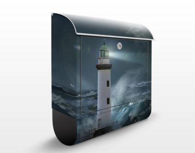 Design Briefkasten Leuchtturm im tosenden Ozean...