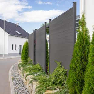 Home Deluxe WPC-Sichtschutzzaun V2 - Element + 2 x Pfosten + Schrägelement - Bild 1